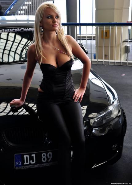 blondinka-v-chernom-plate-v-militsii