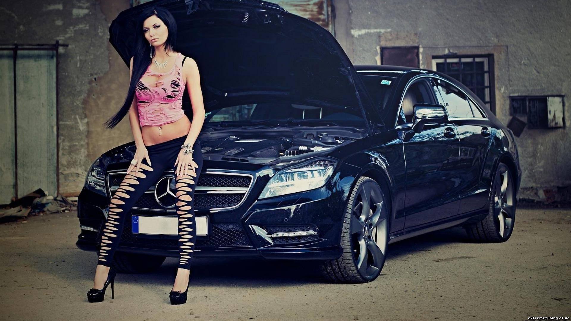 Смотреть порно с симпатичной брюнеткой в автомобиле мерседес бенс 19 фотография